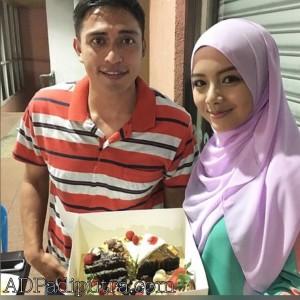 Abang Ngah Rariz dan Zara makan kek