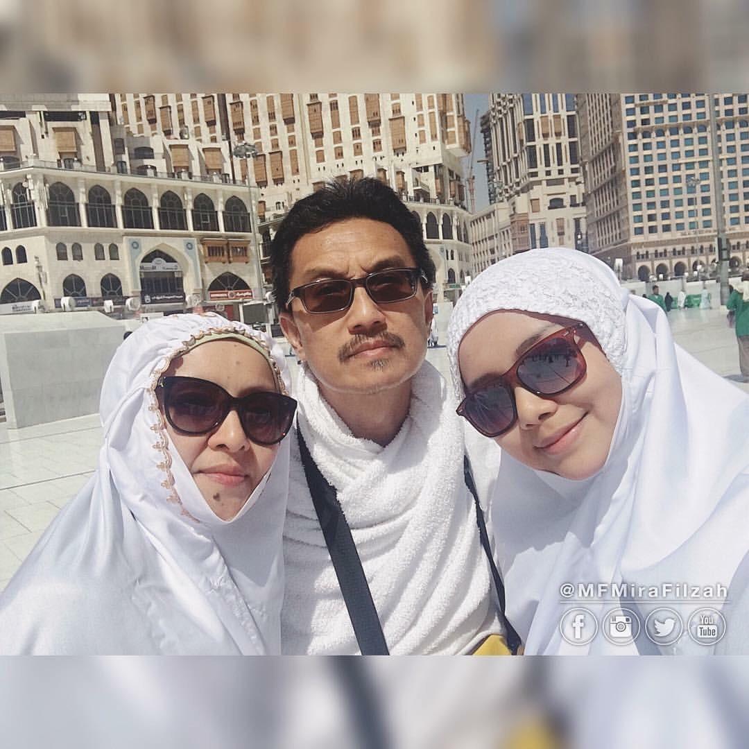 gambar mira filzah bersama keluarga di Mekah